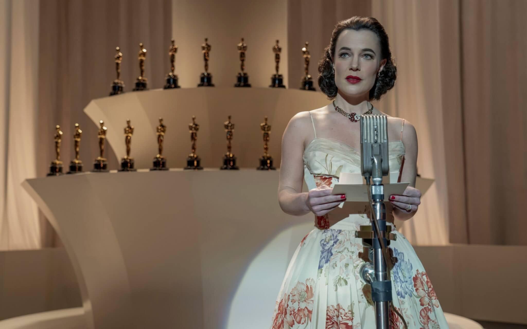 奧斯卡頒獎一刻,頒獎嘉賓身上那一襲花卉圖案晚裝,頗有Oscar de la Renta的味道。