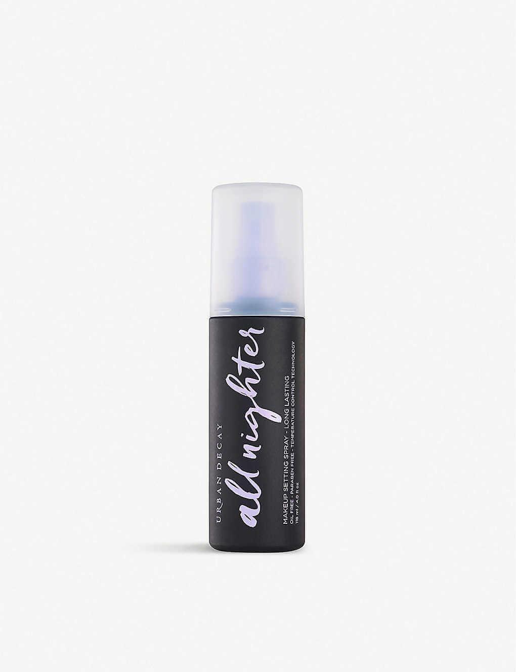 URBAN DECAY All Nighter 長效持久定妝噴霧 HK$280 不含油份、不含防腐劑、純素配方適合任何膚質。透過溫度調控專 利技術,定妝噴霧有效降低妝容溫度,全日猶如剛上妝般清新舒爽。此外,定妝噴霧的透氣配方更有效持妝 16小時,讓妝容告別溶妝、乾裂、卡粉於細紋。不論大汗淋漓、出海或狂歡派對後,亦整天無需補妝。