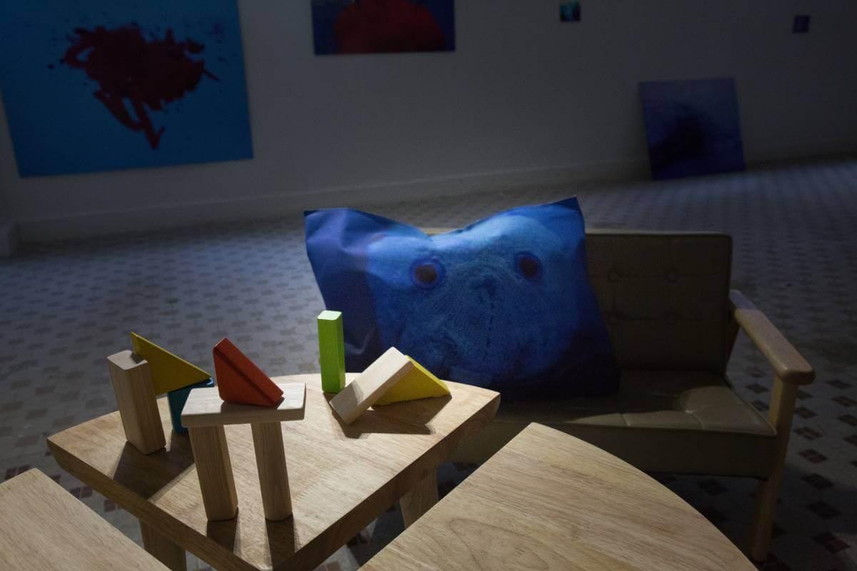 展覧場地特意加入了家的元素