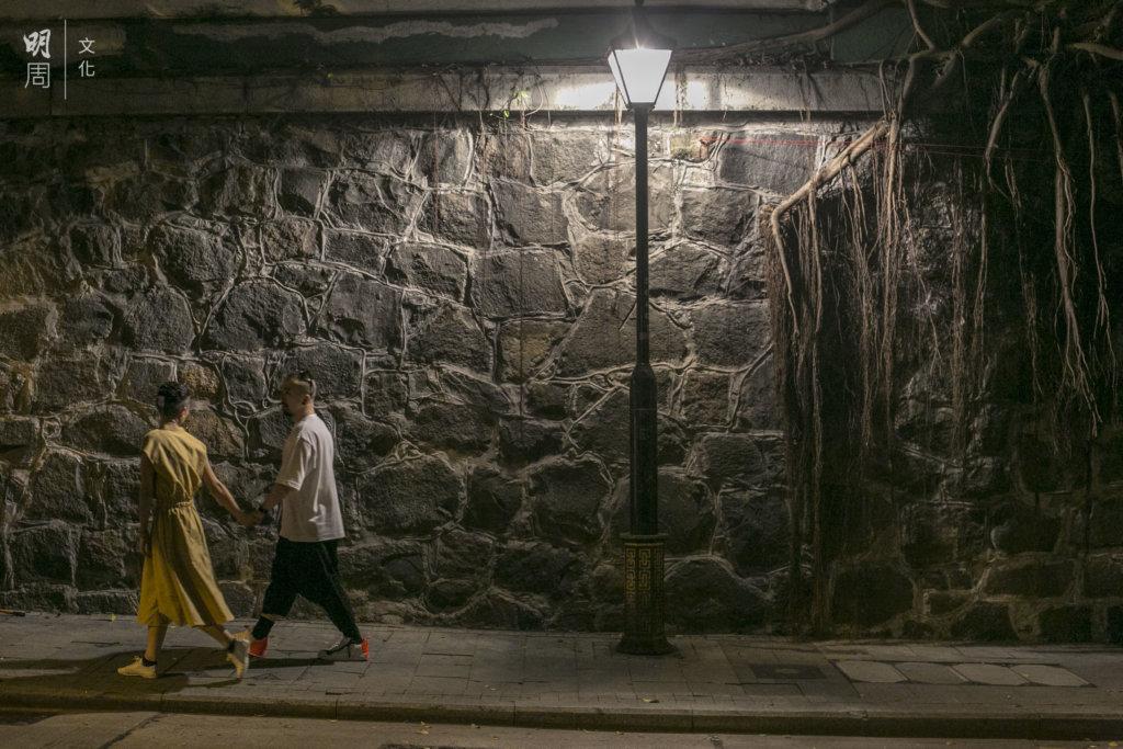 Samantha和男朋友Kris在失眠夜遊邂逅,真是一場奇遇。
