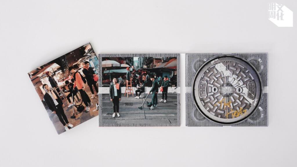 《The Hertz》EP設計甚具本土特色,歌詞簿在街市拍攝,CD也印有坑渠蓋圖樣。