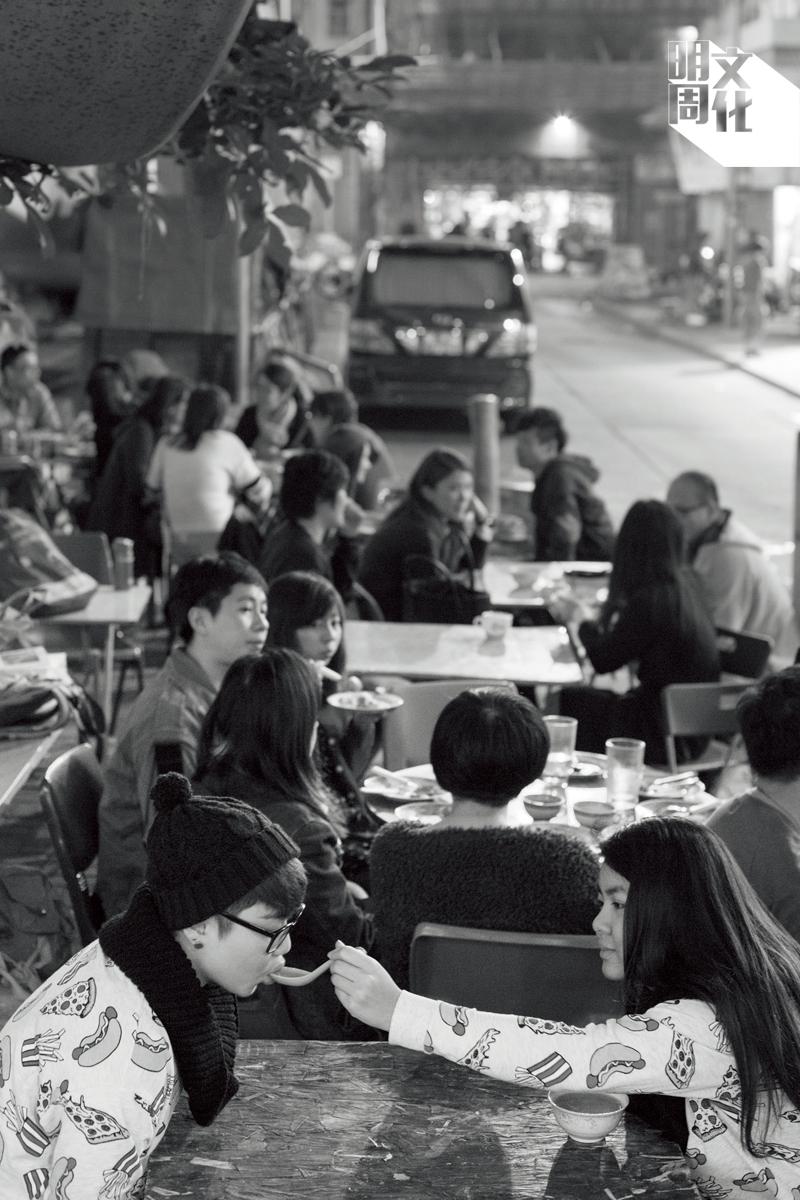 蘇波榮以自由訂價的理念,吸引不少網上年輕人前來捧場。