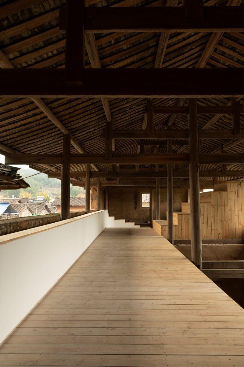 超過六百年歷史的舊穀倉將改建成living museum,二樓的開放空間可望可客家村落的建築群。