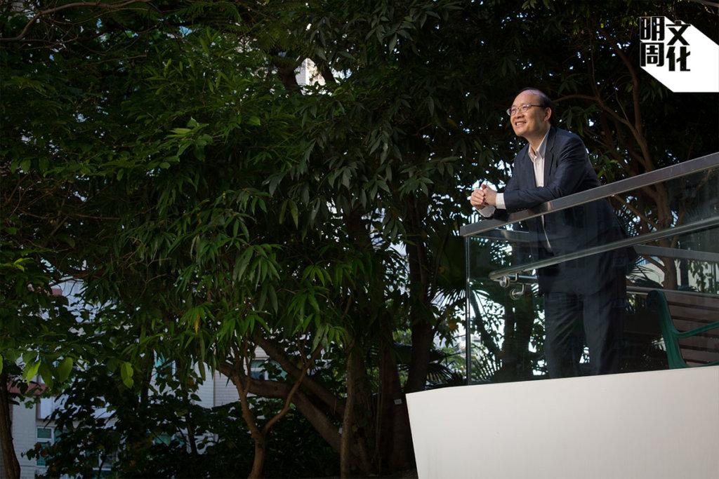 前考評局秘書長(2011-2017)、現任公開大學副校長(行政及發展)。