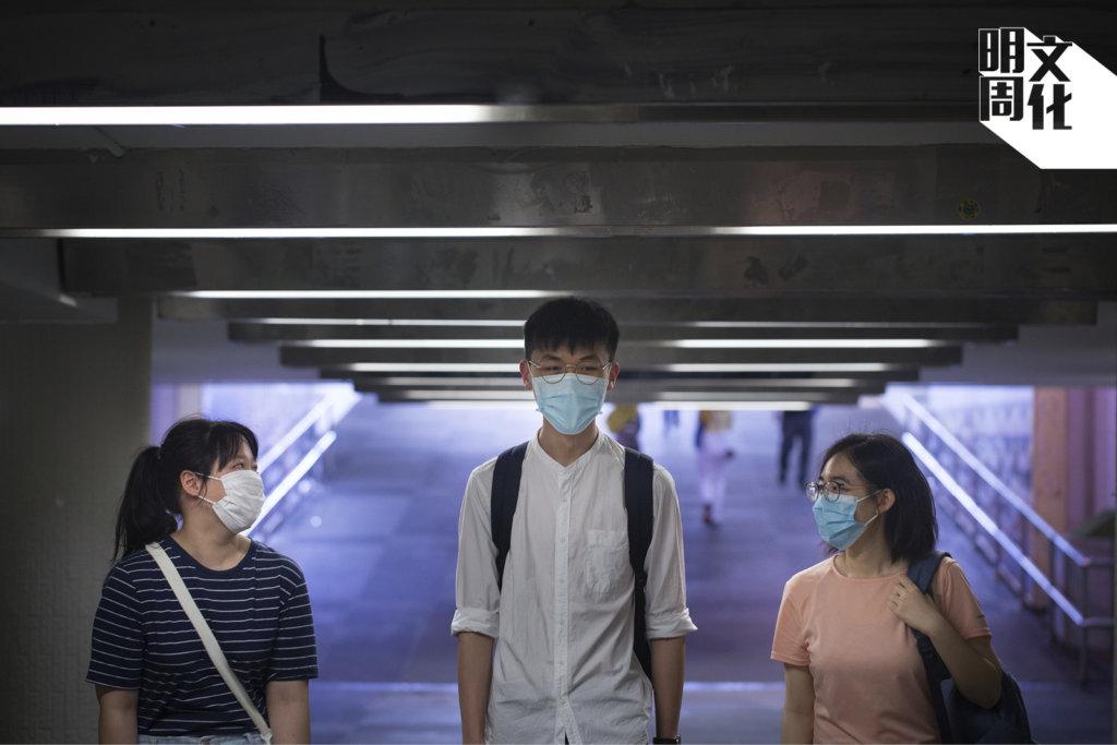 西西(左):中五歷史學生,下屆將應考文憑試,夢想是做傳媒行業。 Clive(中):中六歷史學生,應屆文憑試考生,希望入讀香港中文大學歷史系。 Cherry(右):中六歷史學生,應屆文憑試考生,希望入讀香港理工大學設計系。