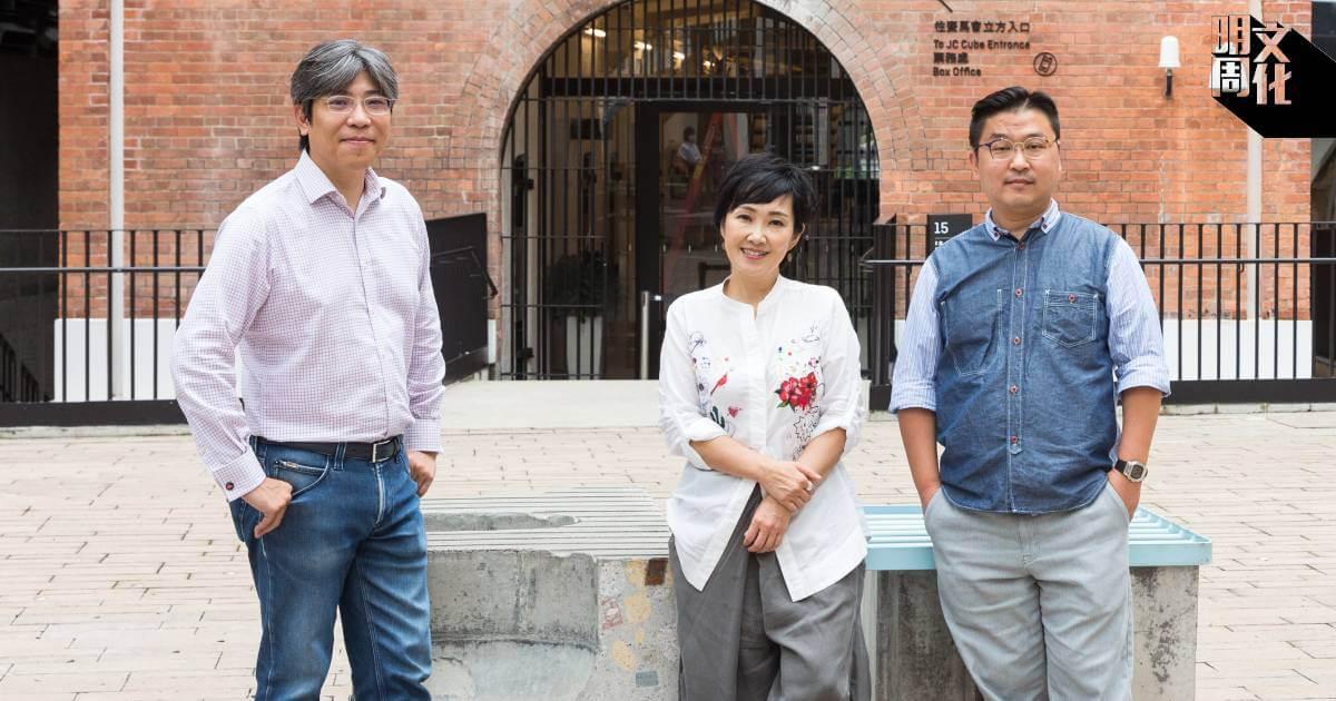 甄詠蓓(Olivia,中)首度與大館表演藝術主管錢佑(Eddy,右)及天開行政總裁袁耀輝(Wilson,左)合作,以線上及現場表演呈現多元的劇場藝術。