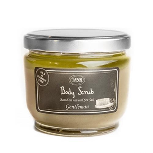 SABON 身體磨砂 HK$420/600g 結合了海鹽與精油,海鹽顆粒能溫和有效地去除皮膚角質,更新皮膚;精油具長效舒緩功效,令肌膚感覺輕盈。