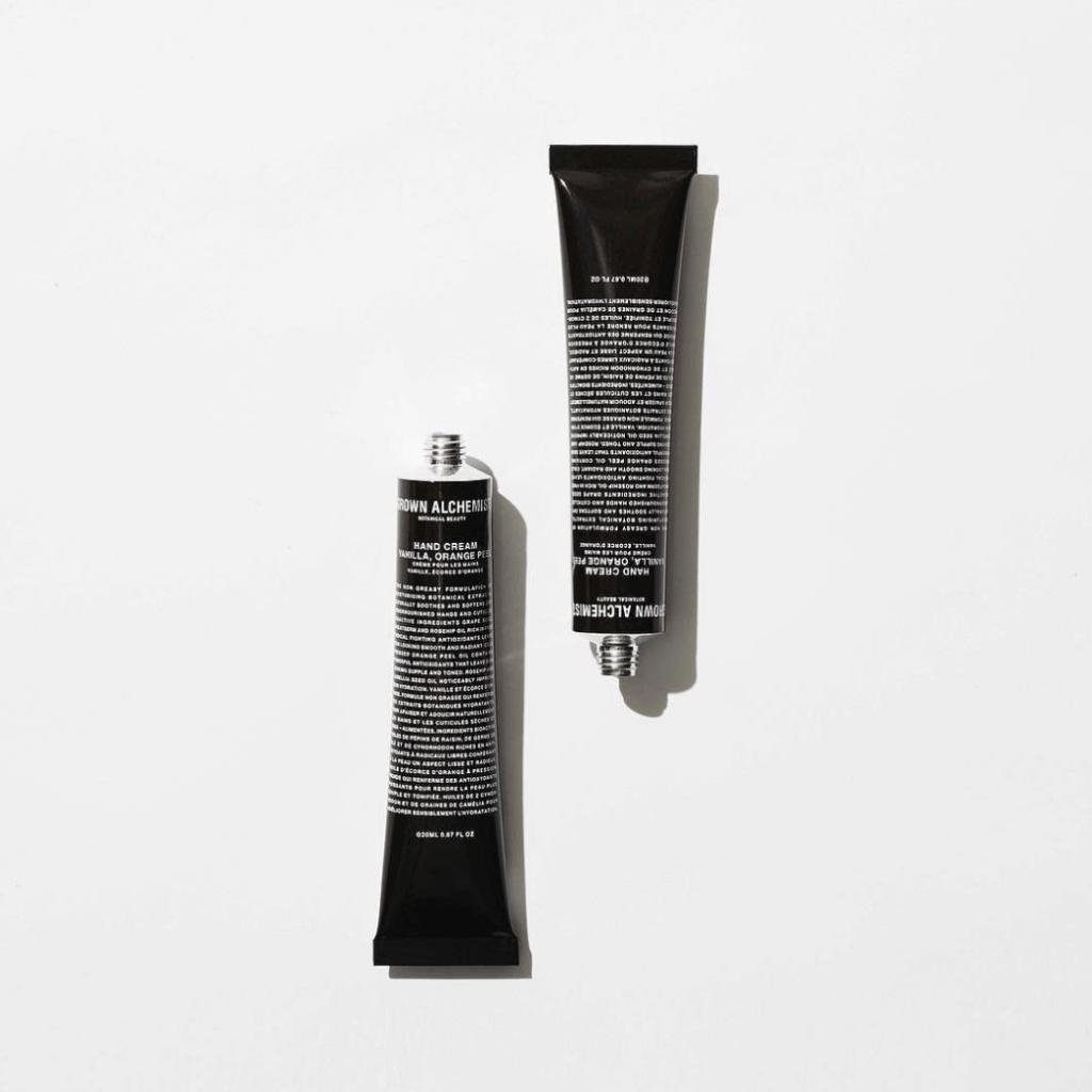 GROWN ALCHEMIST強效護手霜$180/ 65ml 紓緩極乾燥的肌膚與角質層,回復肌膚水份和彈性,不留油膩感。
