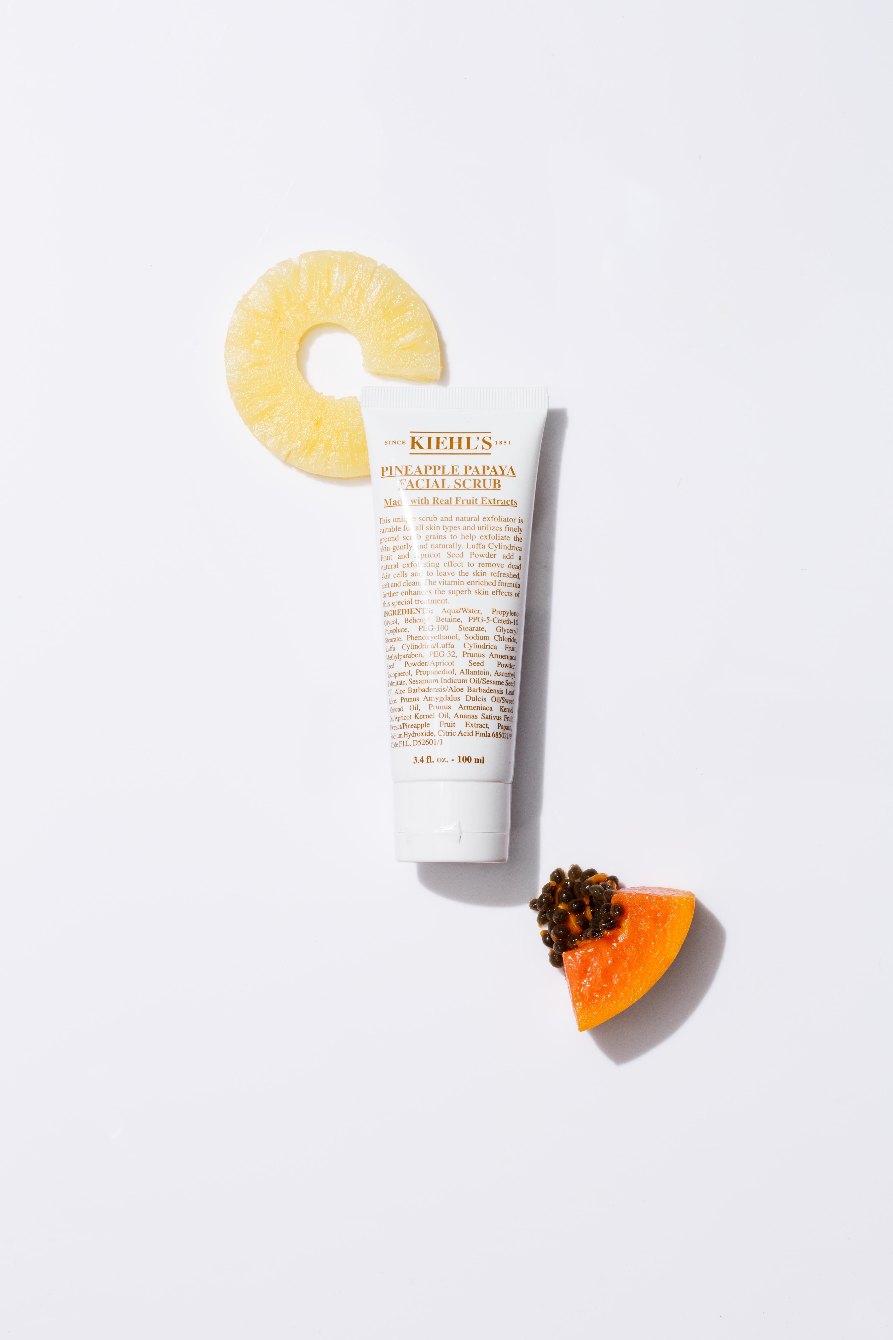 Kiehl's 菠蘿木瓜磨砂乳霜 HK$285/100ml 以菠蘿及木瓜為主要成分的乳霜,添加上去角質顆粒和天然酵素,輕易地去除皮膚上的角質細胞。洗淨肌膚後,以畫圓圈的方式按摩,等待一至三分鐘,使天然水果酵素得以溫和地去除枯死的細胞,每星期使用一至三次。