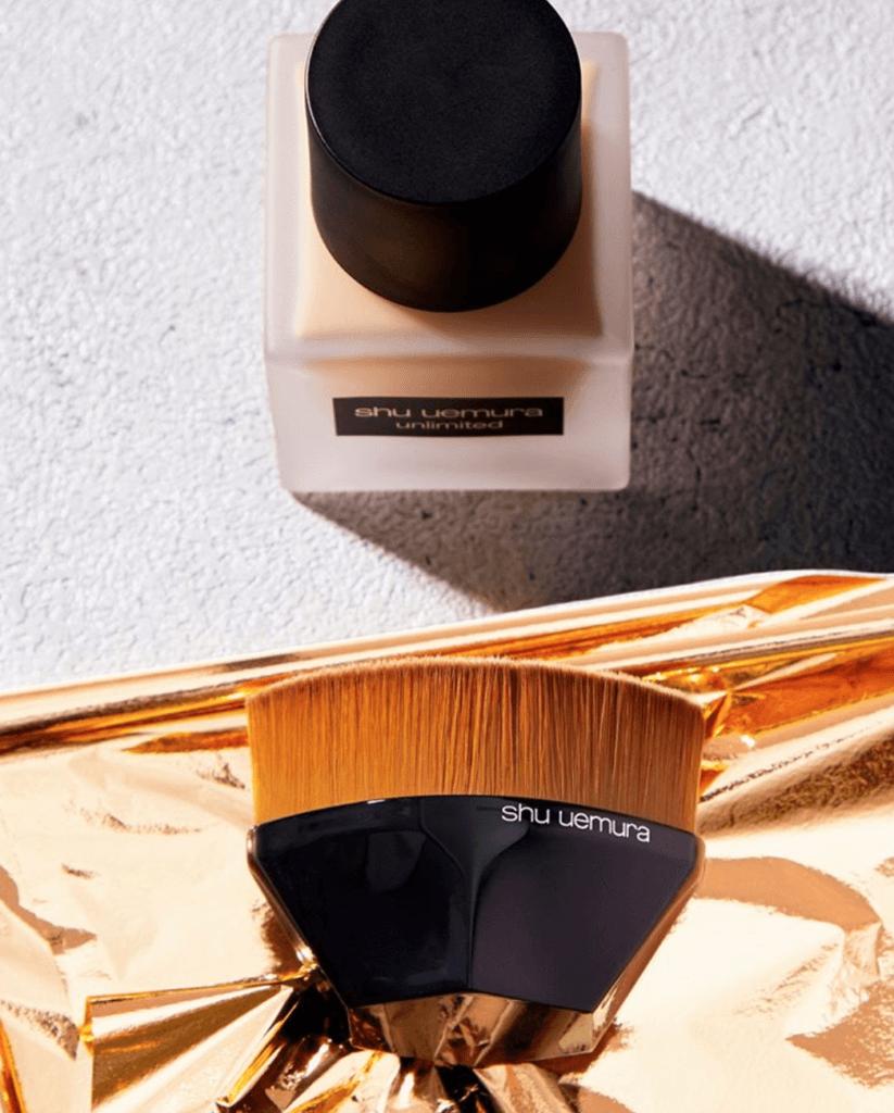 shu uemura unlimited無限輕透持妝粉底液 $400/35ml 植村秀的unlimited粉底液在日本一向受女生歡迎,產品強調不厚妝、防水和防油,可以配合petal 55粉底掃使用,方便塗抹在眼周和鼻翼等微細地方,讓底妝均勻不留掃痕。