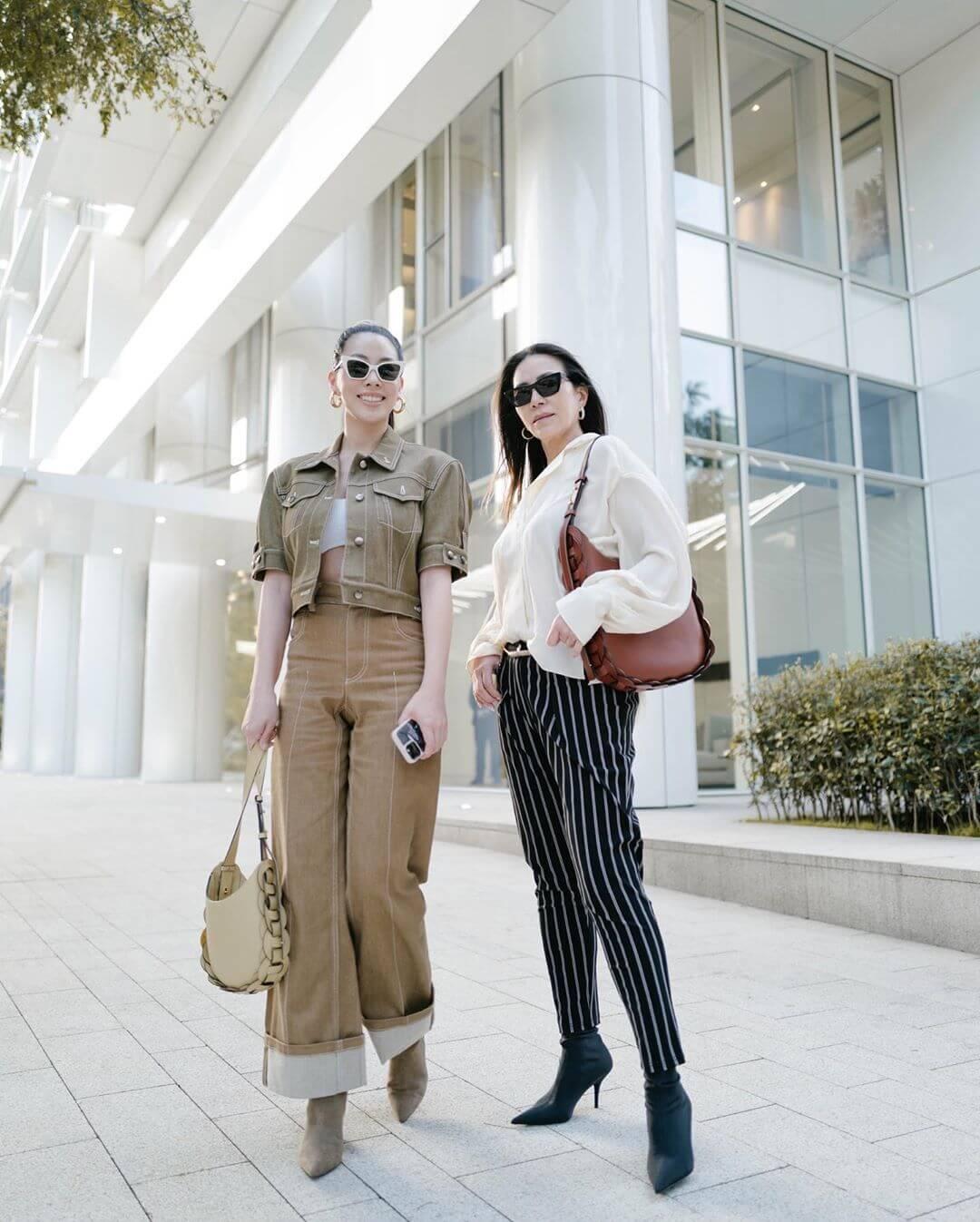 台灣女星蔡詩芸與母親示範Darryl Bag不同穿搭方法。