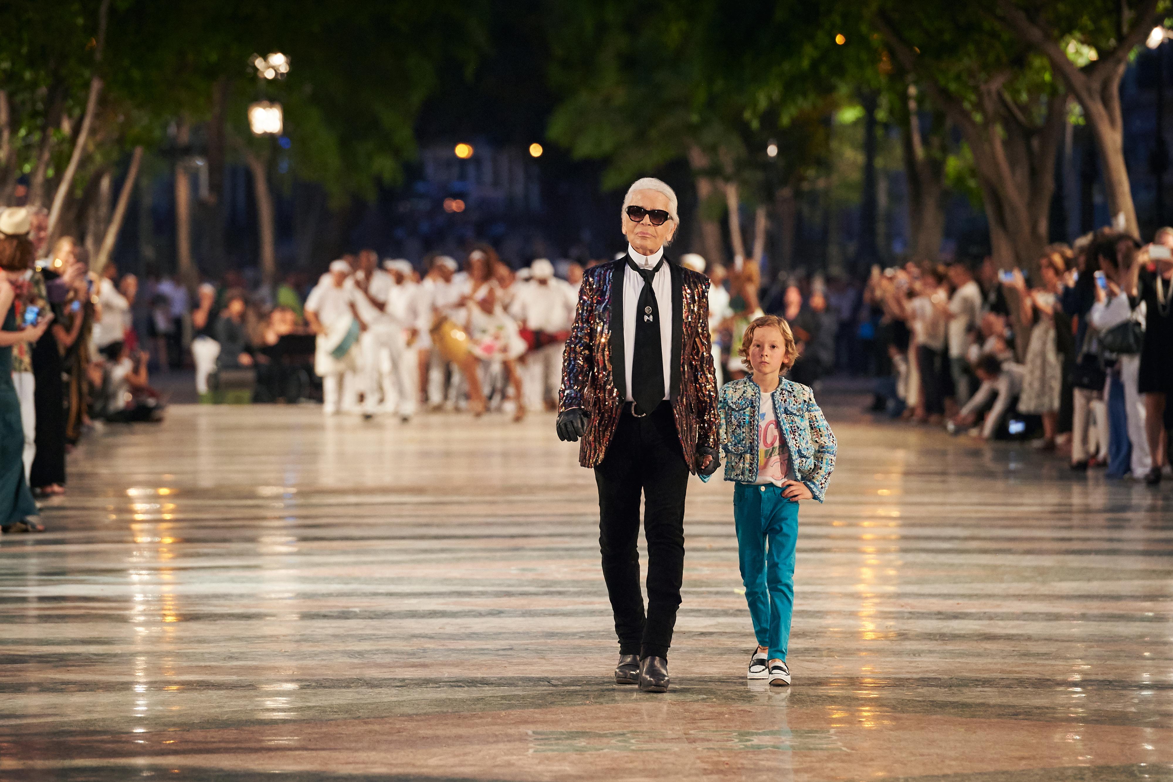 「發明」Cruise/Resort系列的是Coco Chanel,將其發揚光大的卻是Karl Lagerfeld,他甚至是將時裝週期推至一年八個騷的始作俑者。