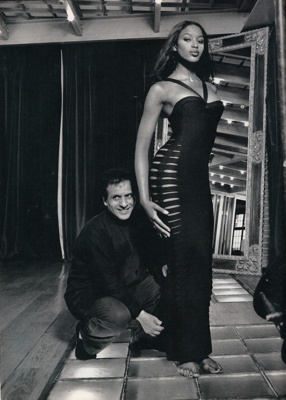 "Naomi稱已故設計師Azzedine Alaïa為""Papa"",可見她對他的尊敬。"