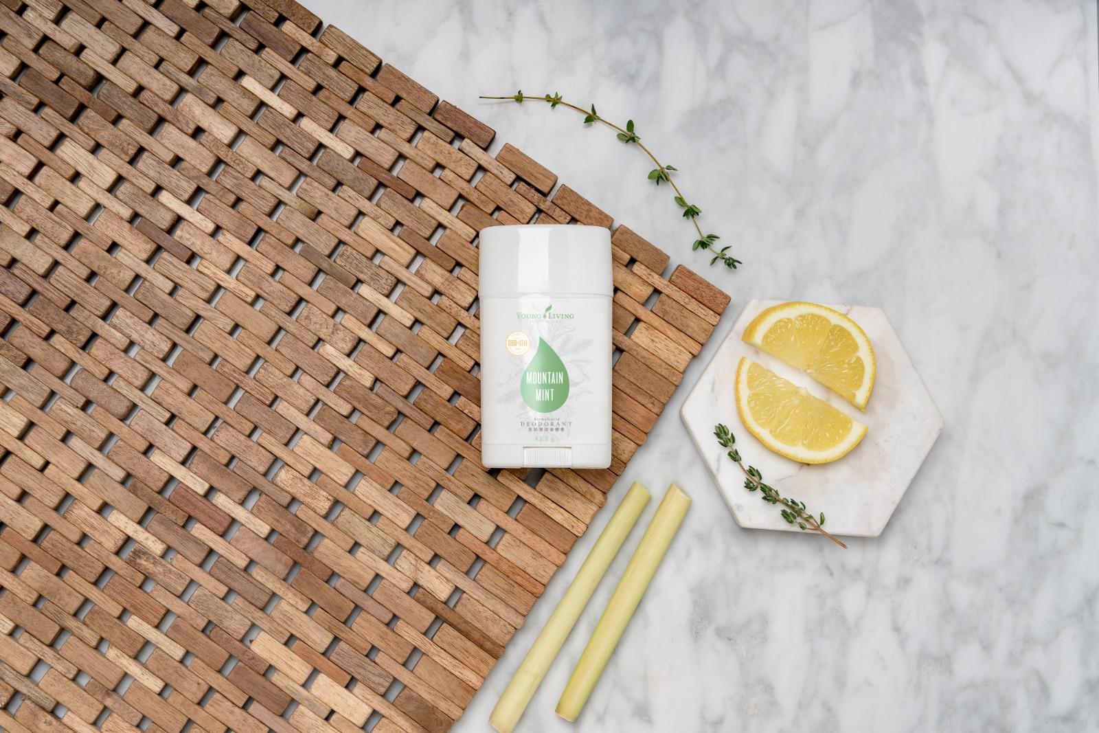 YOUNG LIVING 香體膏 HK$151/42.5g 香體膏不含鋁鹽,由椰子油、蜂蠟、維他命E配方而成,並揉合多種精油,包括檸檬、迷迭香等,有助舒緩肌膚。