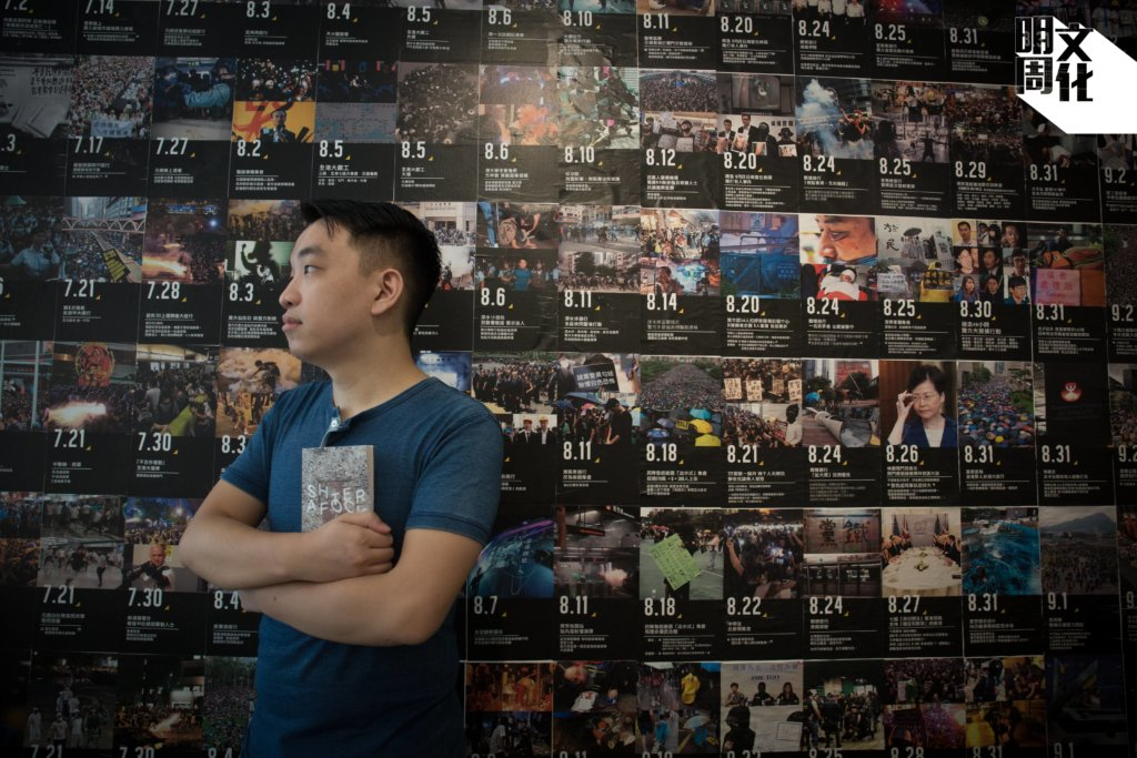 """Holmes在其文章寫道,""""Hong Kong is being remade and recontextualised by violence, and my deepest fear is that our language cannot reckon with it."""""""