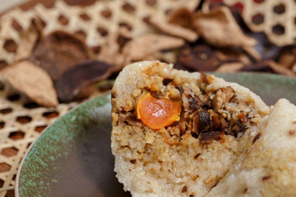 三十年陳皮黑豚肉糭 // 陳皮滿載於糉子之中,與其他傳統餡料互相映襯,每一啖都有輕微陳香。($288/盒)