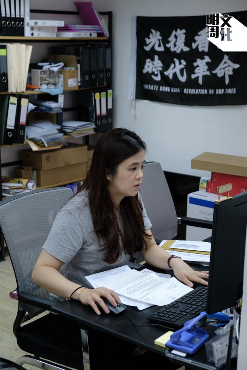 換上便服,蔡梓蘊看上去比較似一般大學生。