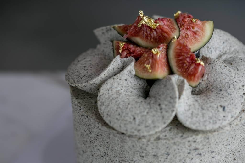 Madame Grey 伯爵茶戚風蛋糕。忌廉芝士特地加入原塊伯爵茶葉製作,讓佛手柑香更圓渾出眾,並配以新鮮無花果肉,整體風味高雅清新。圖為4吋大小($520)。