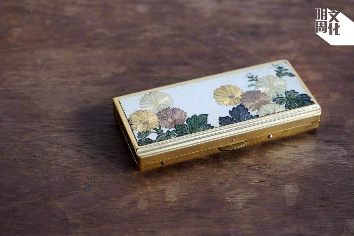 集煙盒和音樂會於一身的設計,非常浪漫。