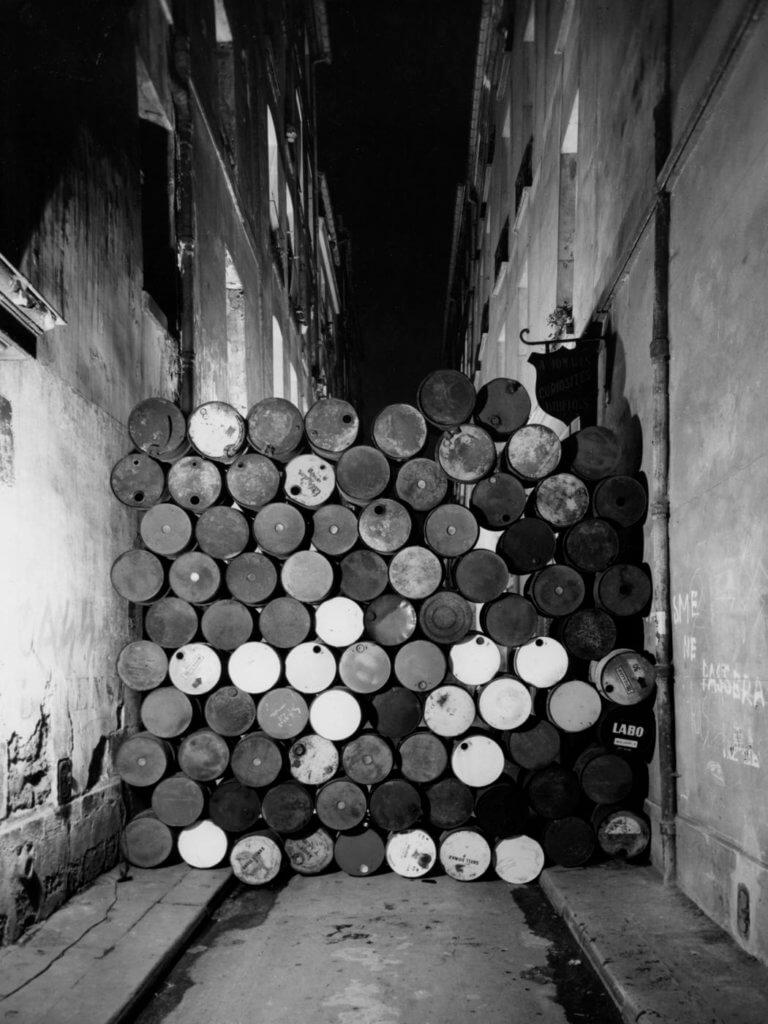 《Wall of Oil Barrels - The Iron Curtain》 Rue Visconti, Paris, 1961–62