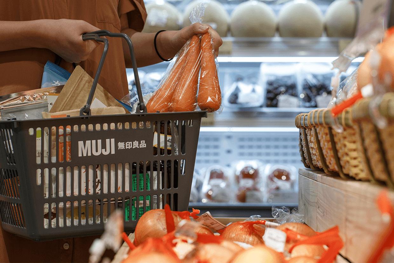 貨場上有不少從日本農場直送的蔬果,例如熊本Fruity紅蘿蔔、鹿兒島紅遙芋、神奈片縐邊生菜等等
