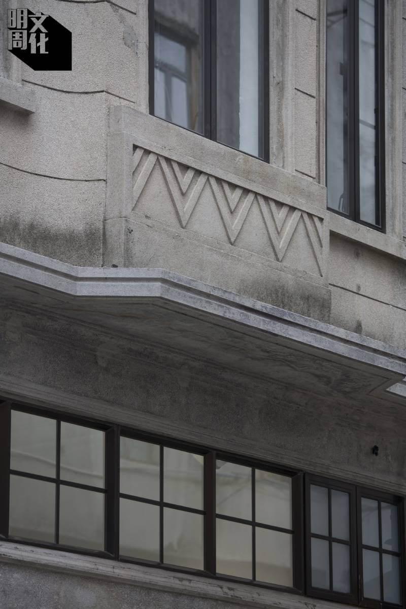 建築物屬Art Deco風格,沒有浮誇的仿古裝飾,卻巧用線條和幾何圖案。