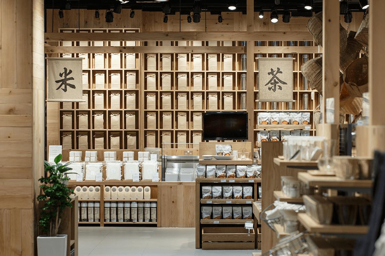新店特地增設「茶米工房」,照顧人的飲與食。「米」是人的精力泉源,新增本地精米工序把米粒的鮮力延至最後一刻;「茶」之口味因應人的作息、心情而調節,帶來身心愉悅。