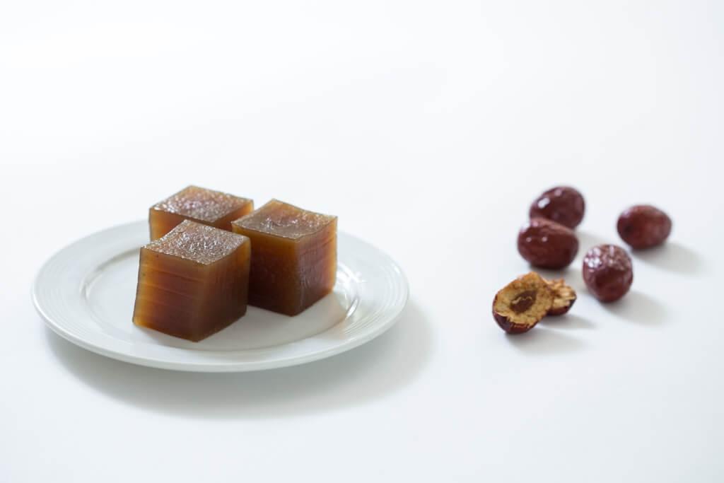 紅棗糕 // 一盒四吋方形的糕點以真空包裝,可切成九件如麻雀大小的方形。($168)