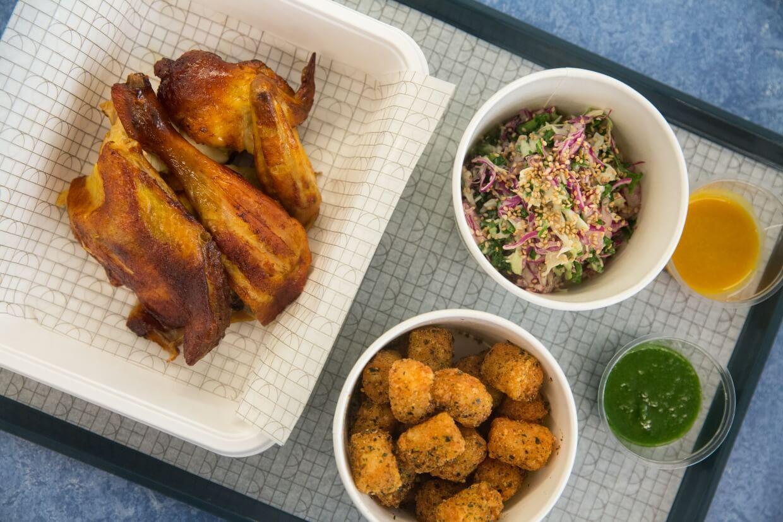 燒雞 // 半隻($118)份量多,配醬汁、沙律、小食等,適合外賣返上office開party食。