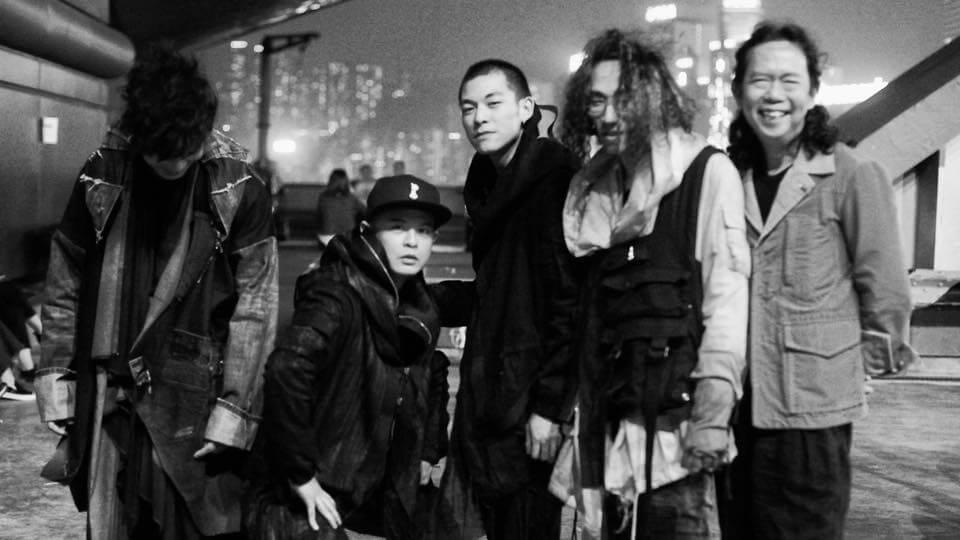 Reo Ma的獨特風格,深受香港音樂人歡心。Mr.主音布志綸、側田、rapper Doughboy、太極結他手Joey Ma等亦與他份屬好友。