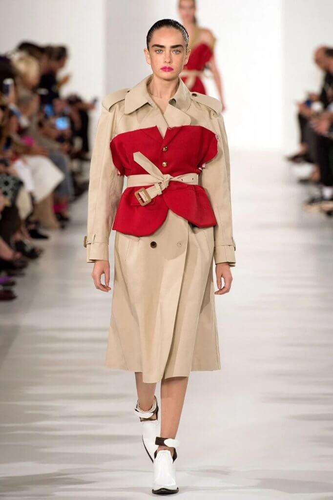 John Galliano主理的Maison Margiela,雙方已經多次合作設計具實驗性的雨衣。