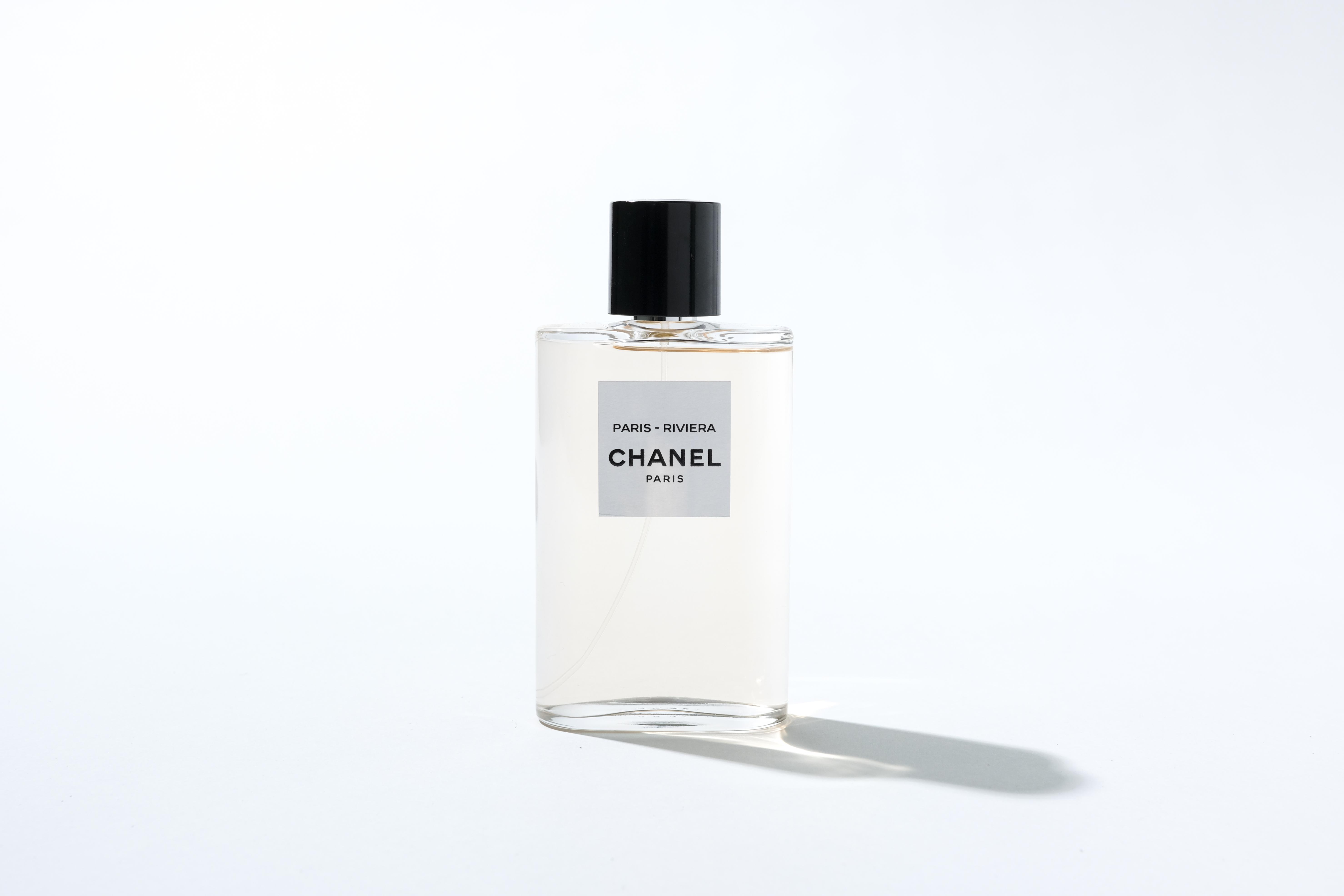 Chanel Les Eaux de Chanel PARIS-RIVIERA HK$1,155/125ml 靈感源自Chanel鍾情的地方,香氣結合西西里甜橙的清新酸甜與苦橙花的細緻芳香,描繪一九二八年法國蔚藍海岸的別墅La Pausa。