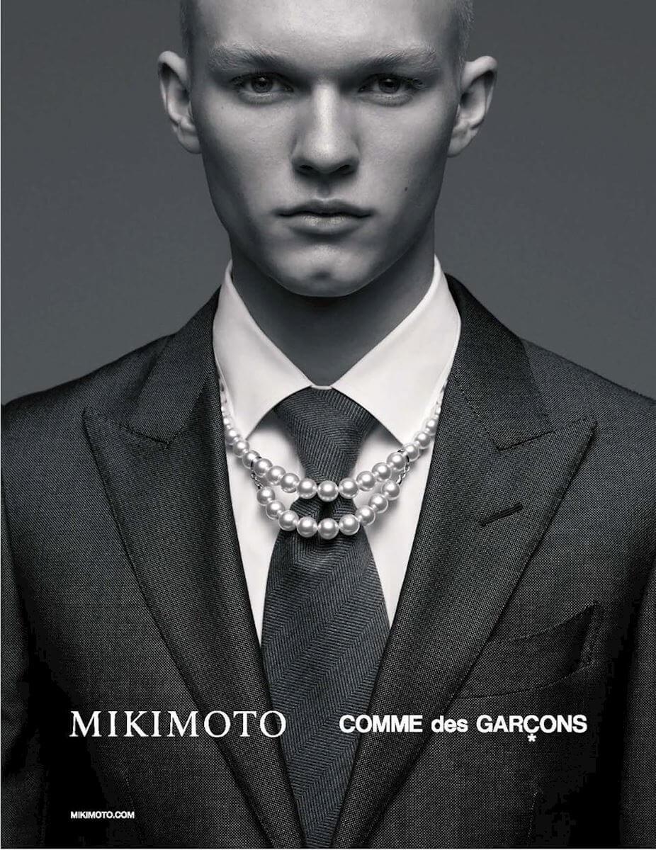 COMME des GARÇONS與日本珍珠品牌Mikimoto,曾於今年三月推出男裝聯乘珍珠鏈首飾。
