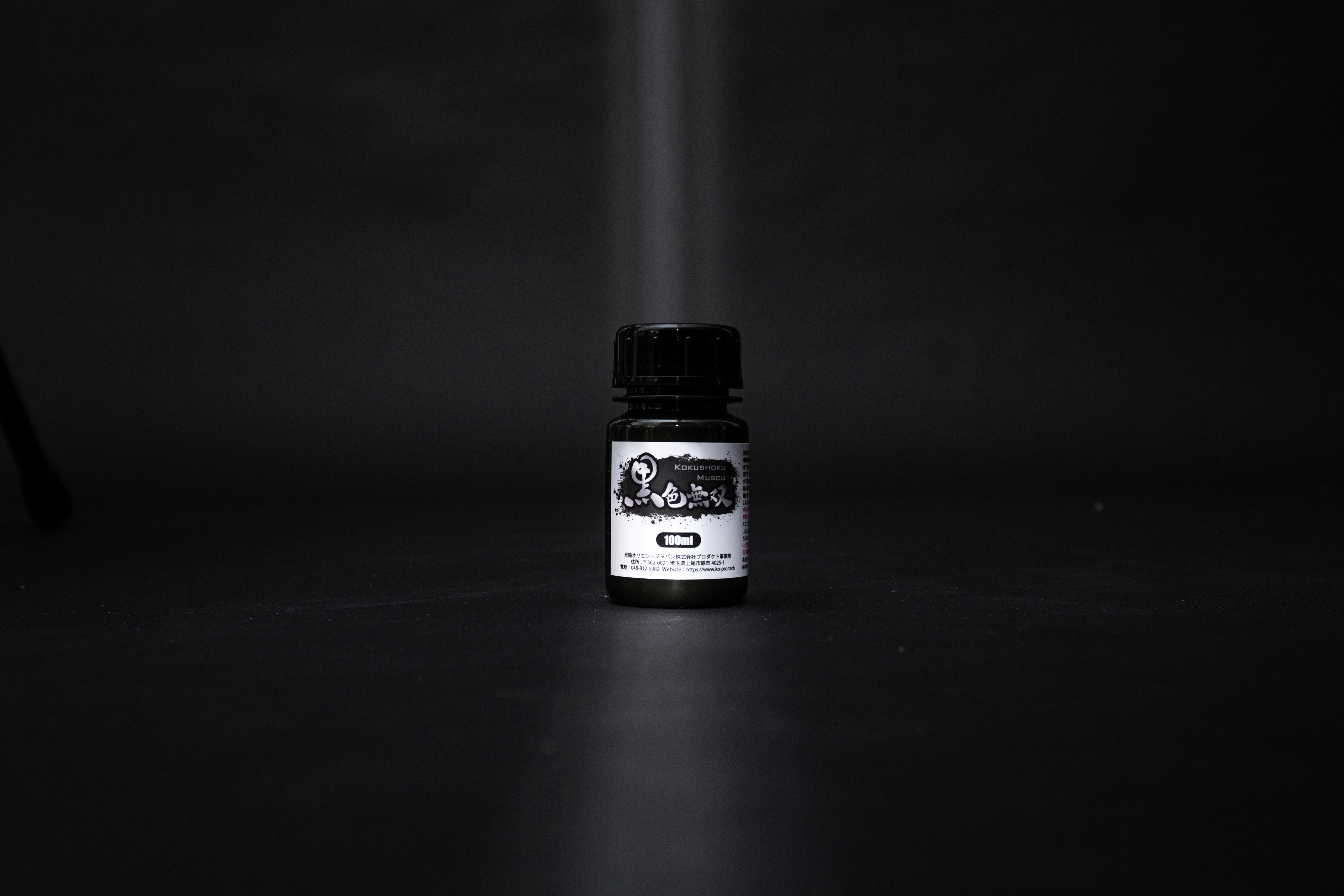 「黑色無双」,被譽為世上最黑水性顏料,反射率只有0.8%,由日本光陽Pro Tech開發。($250)