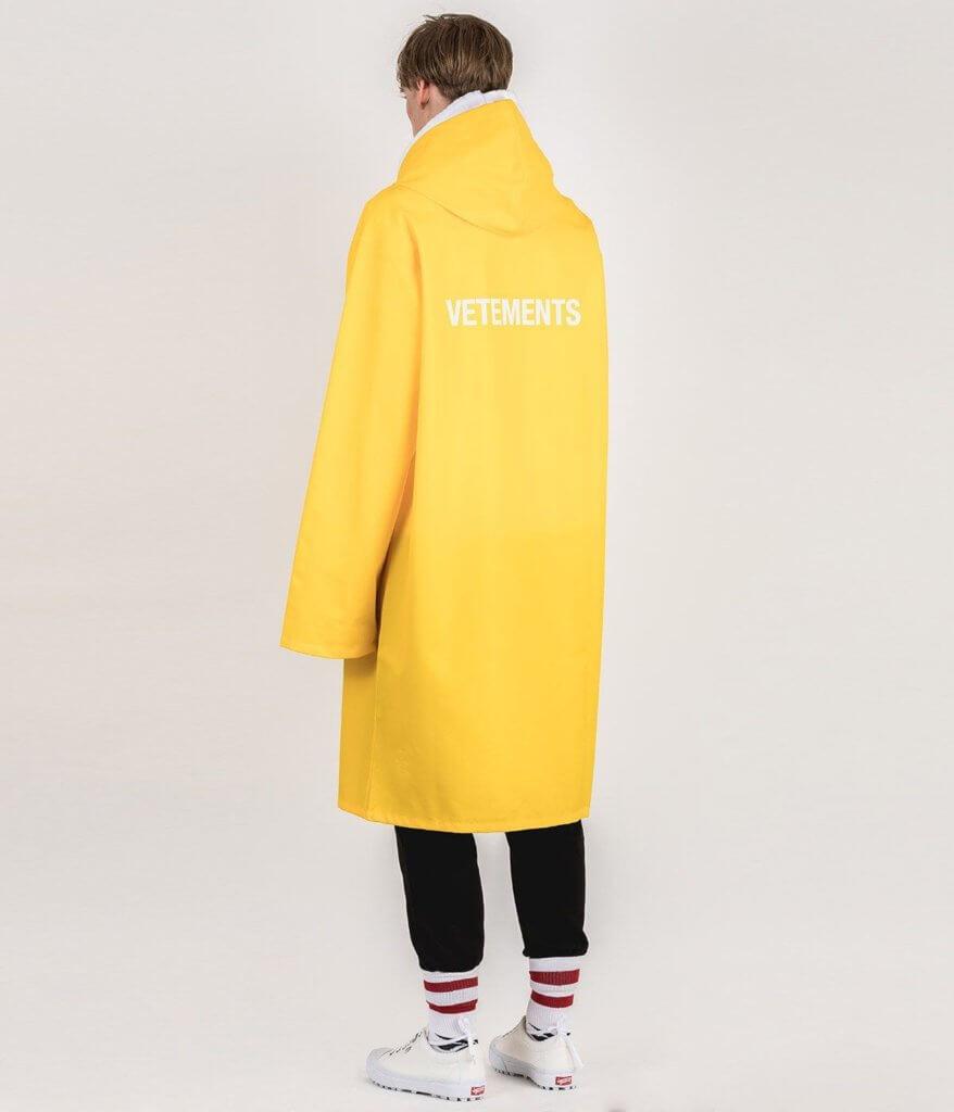VETEMENTS 黃色雨衣
