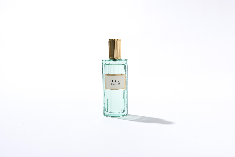 Gucci Mémoire d'une Odeur HK$1,050/100ml 使用了羅馬洋甘菊及青澀的印度夜紅,更帶有麝香、雪松及檀香,令結構更為強烈,是男女適用的中性香味。