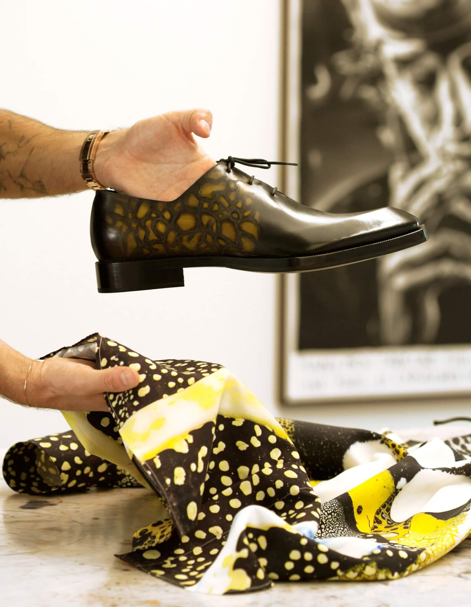 以Brian Rochefort作品為靈感的Patina皮革印花,將品牌DNA和當代藝術完美融合。