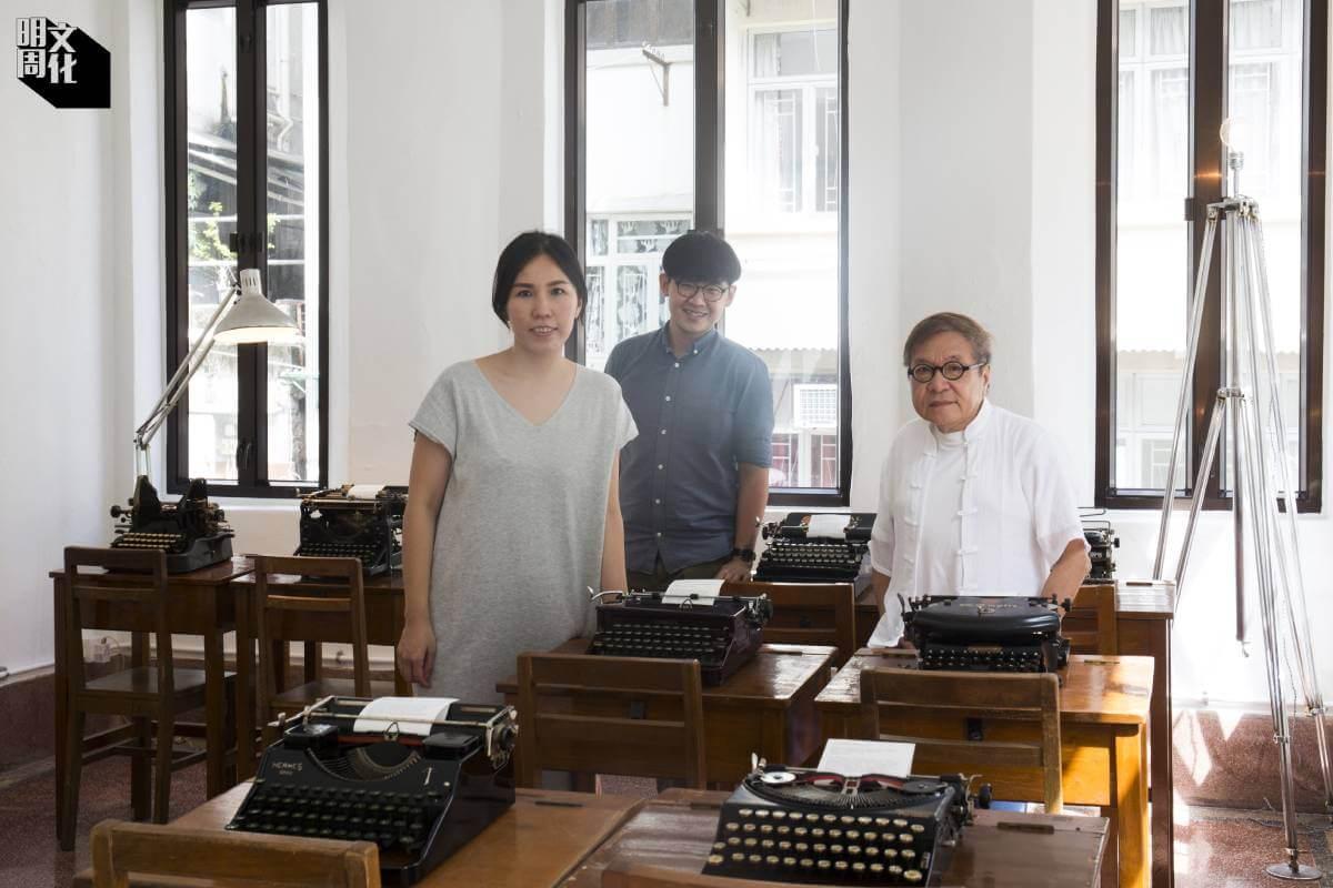 (左起)夕拾主理人之一黎小楓(Sylvia)、收藏家TC及幫忙修復舊打字機的Jey。