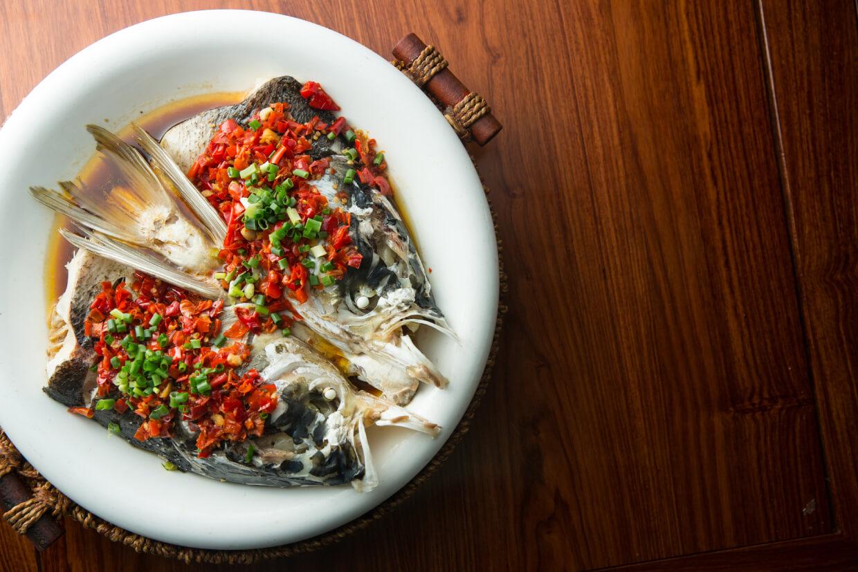剁椒魚頭 // 鮮紅的辣椒放滿魚頭,在蒸煮過程中,豉油混和了魚頭流出的精華,喜歡香辣的人別錯過!($158)