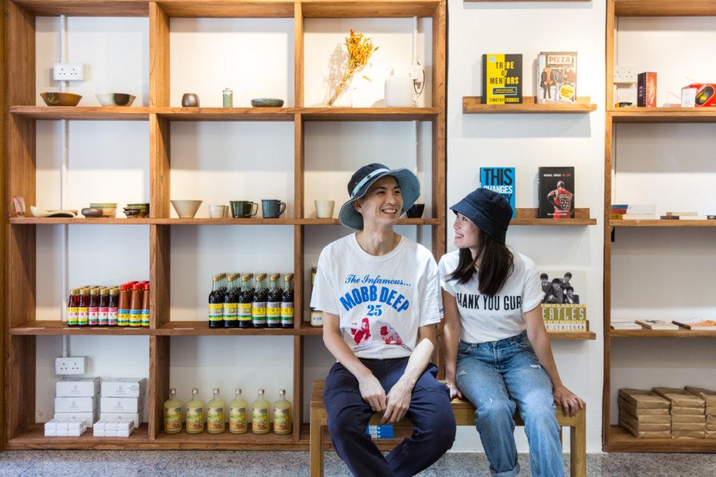 Kay與Kit為新店忙裏忙外卻依然精力充沛,以嬉笑應對日常,以堅忍維持初衷。