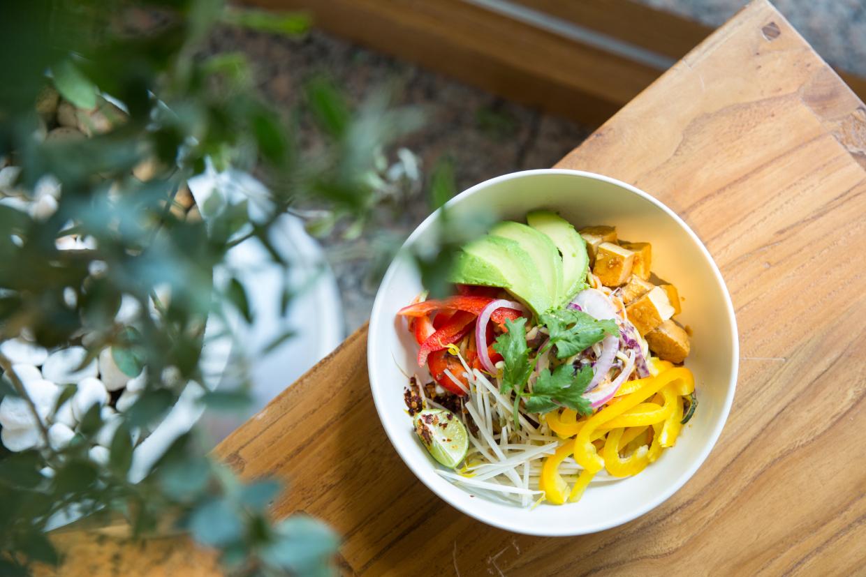 生酮泰式沙律 // 蔬食之中拌入了泰式花生辣汁的沙律,入口很開胃,正適合這炎夏。($88)