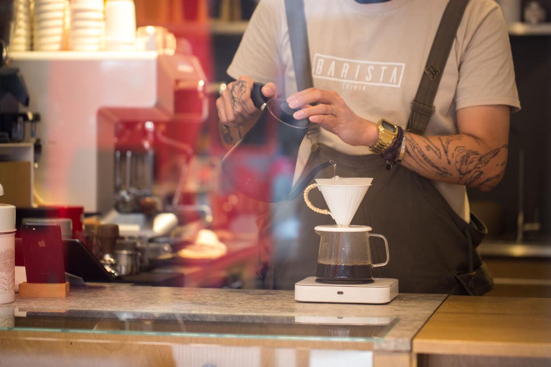 由咖啡師精心調配的咖啡,值得你趁熱細味。別讓拍照留影耽誤一杯啡的美。