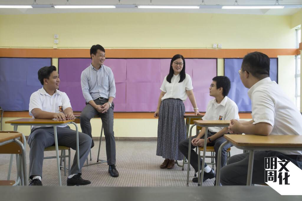 助理校長陳智偉和鄧佩菁老師