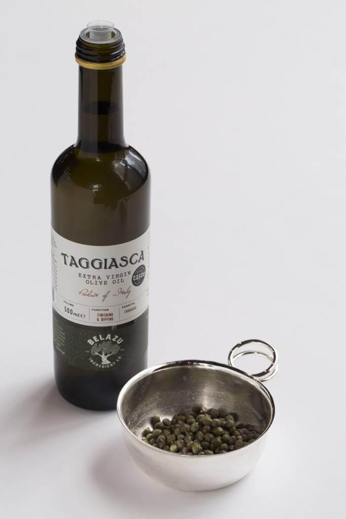 酒店選用這款來自意大利托斯卡納的特級初榨橄欖油,Josef說它與蛋黃能擦出最美的火花。酸豆則賦予醬汁獨特的酸香。