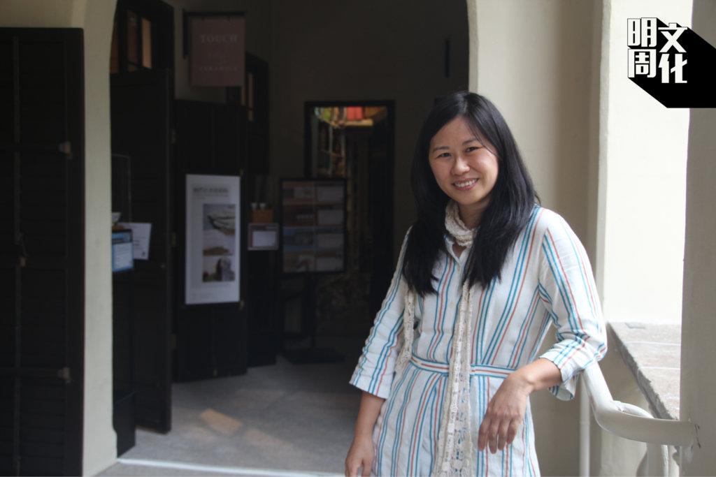 謝淑婷(Sara)在2000年左右開始發展「衫系列」的創作,這個系列更是2003年香港藝術雙年展的得獎作品。