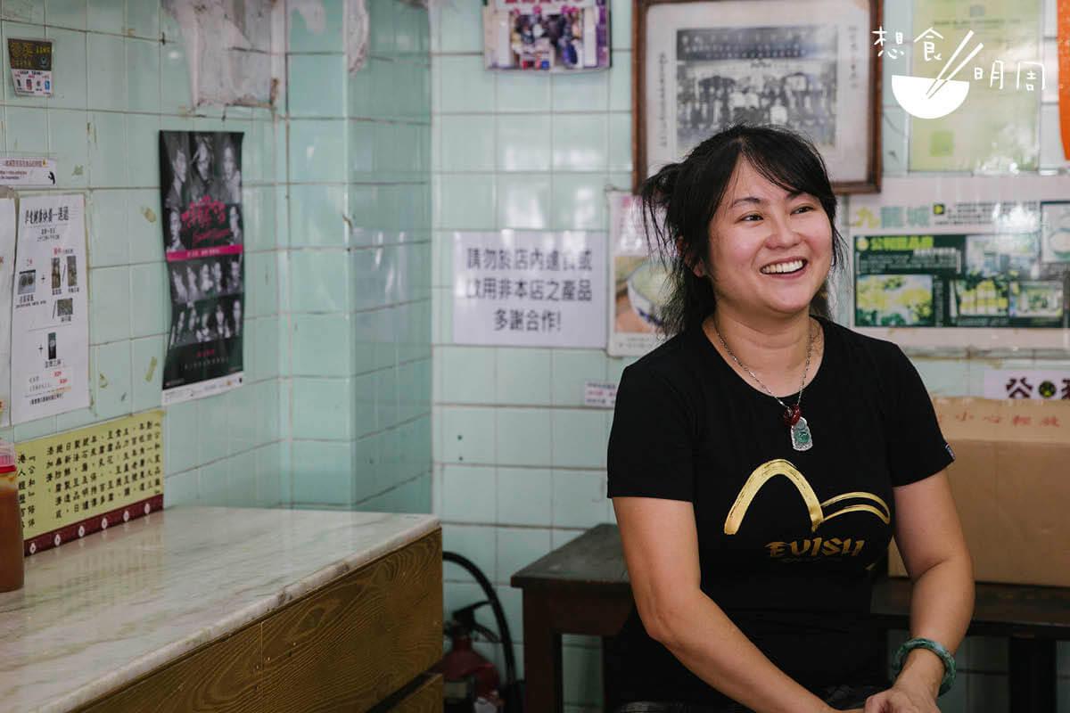 潘影兒屬於積極派,對舊舖位縱有不捨,但揚言仍會「跟着時代去轉」,在同區尋找新舖位,繼續經營豆品生意。