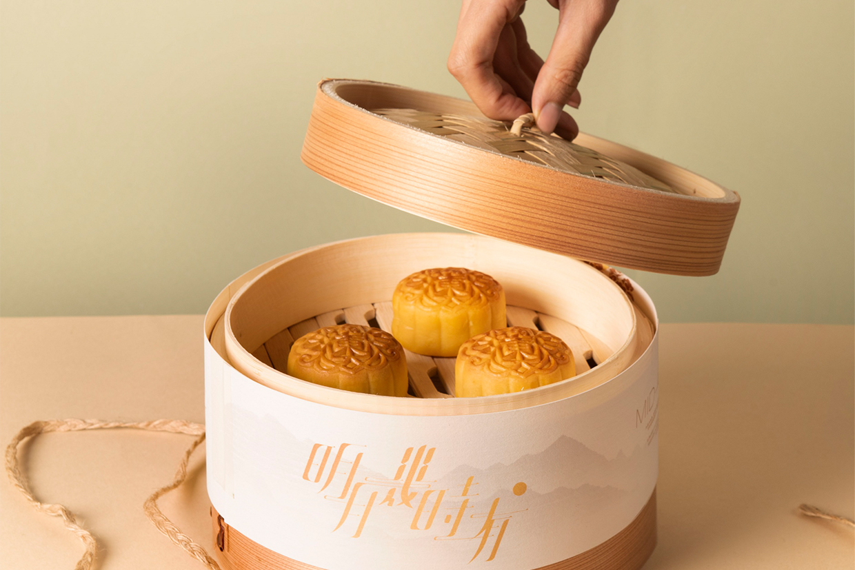 逸東軒以中式的竹製蒸籠作月餅包裝,早就預售完畢。