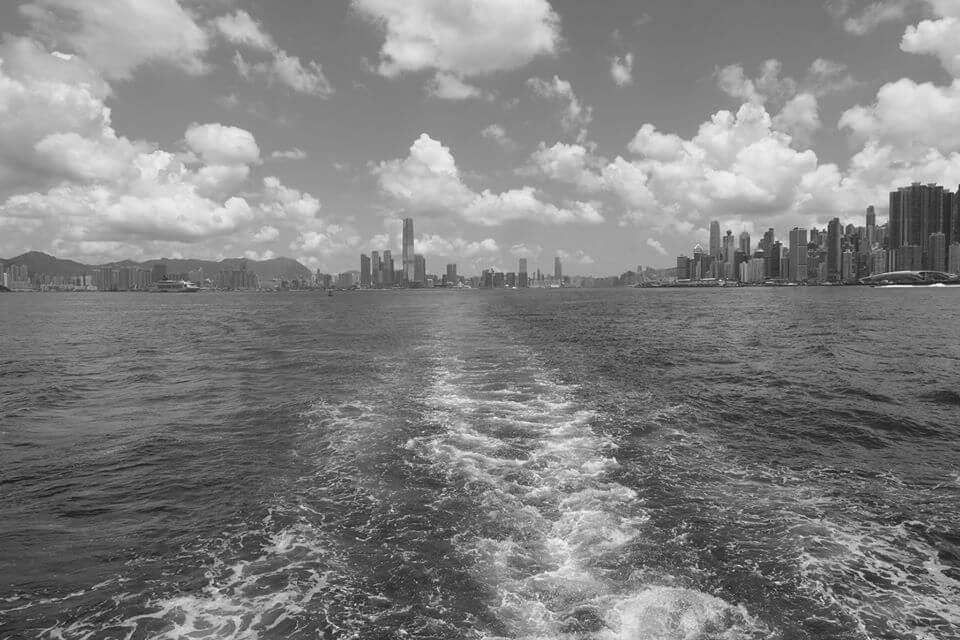 香港,前往大嶼山的渡輪,背景為港島2020年8月14日(照片由作者提供)