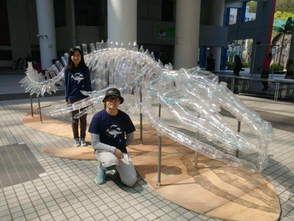 整尾鯨鯊骨皆是就地取材,以科大中的廢棄膠樽組成。
