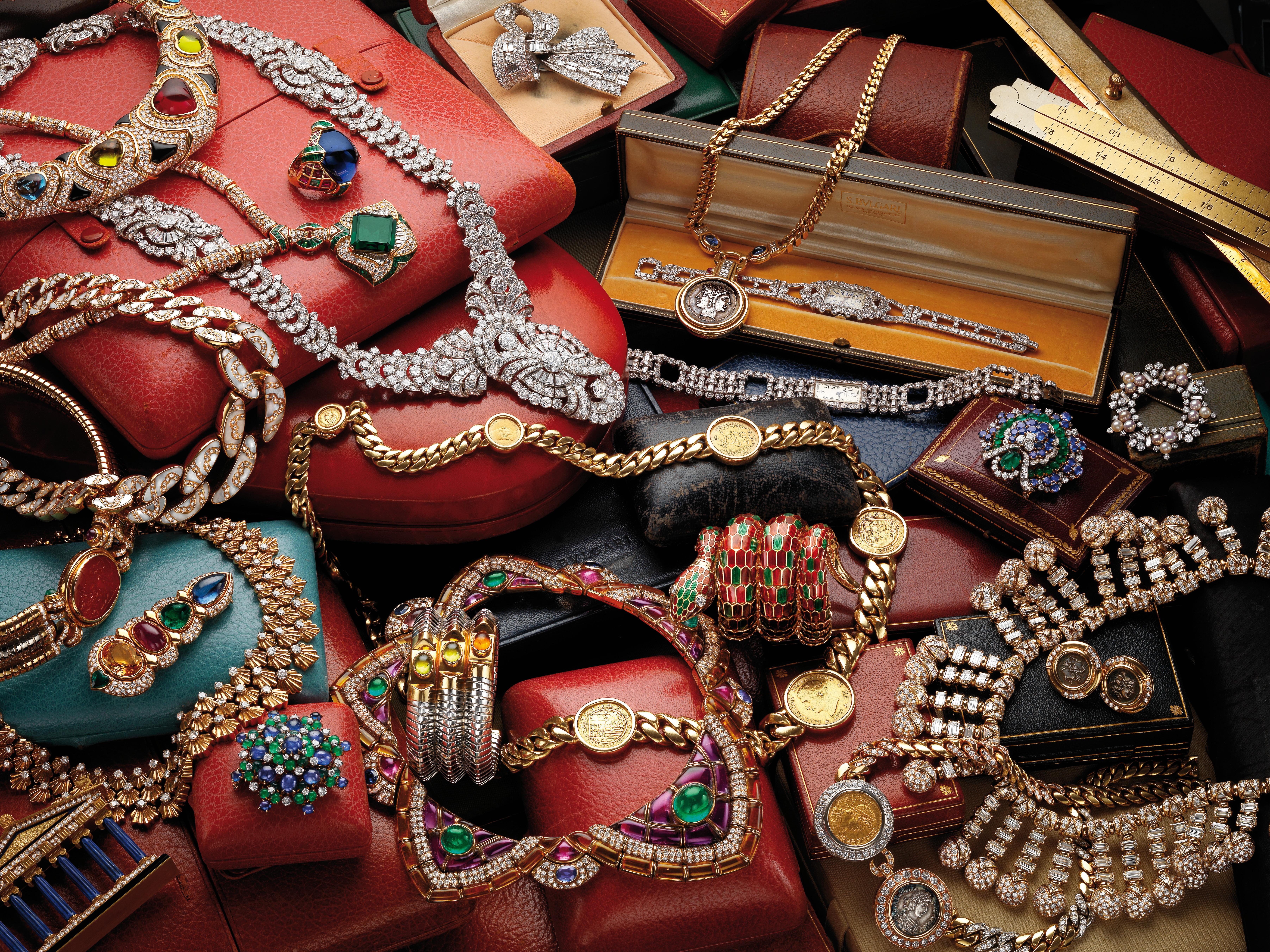 """今年八月,BVLGARI在中環置地遮打大廈的旗艦店舉行""""The Master of Colors""""珠寶展覽,展出十九款來自品牌古董典藏系列稀世奇珍。"""